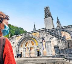 """Lourdes in coronatijd. In normale jaren is het """"een van de meest inclusieve plekken ter wereld"""". © Luk Vanmaercke"""