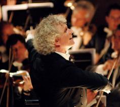 Simon Rattle, lange tijd chef-dirigent van het Berliner Philharmoniker. © Wikimedia / Monika Rittershaus / per OTRS