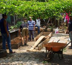 De inwoners van de wijk waar Carmen Elena woont, kweken samen groenten.