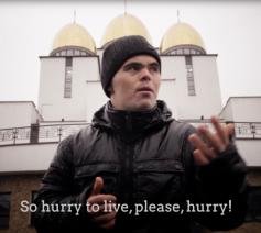 Roman leeft in een gemeenschap van 'De Ark' in Oekraïne; voor de Internationale Dag voor Personen met een Beperking draagt hij een pakkend gedicht voor © De Ark Oekraïne