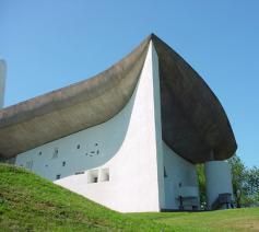 De kapel van Le Corbusier in Ronchamp. © Wikimedia / Valueyou (talk)