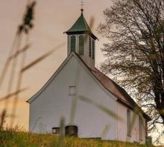kerk op heuvel © Lars_Nissen via Pixabay