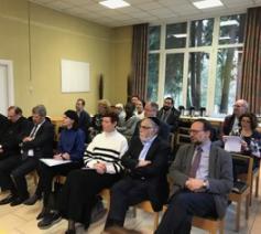 Minister Glatigny en de verantwoordelijken van het interlevensbeschouwelijke platform op bezoek in de gemeenschapsinstelling in Saint-Servais © EdB