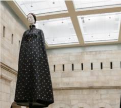 Creatie van Valentino, geïnspireerd door de Zwarte Madonna van Częstochowa. © Website MET Museum