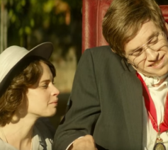 Still uit 'The Theory of Everything'. © YouTube