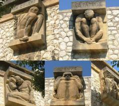 Sculpturen op de muren van de gevangenis Les Baumettes in Marseille.  © rr