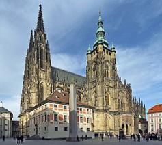 De Sint-Vituskathedraal was jarenlang de inzet van een strijd tussen Kerk en Staat © Wikipedia