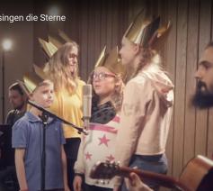 Duitse sterzangertjes hebben een videoclip gemaakt van 'Das singen die Sterne', hun officiële lied voor de actie van 2019
