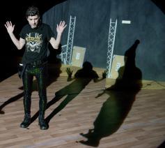 Scène uit 'De onzichtbare man' / Theater Artemis © Kurt Van der Elst / Theater Artemis promo