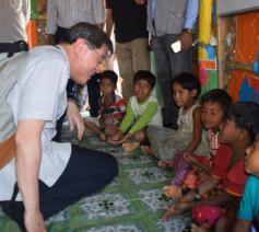 Kardinaal Tagle bij vluchtelingen uit Myanmar © Caritas Internationalis