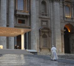 Paus Franciscus tijdens de bijzondere Urbi et Orbi-zegen vrijdagavond 27 maart © VaticanMedia