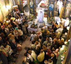 Viering in de Sint-Sergius- en Sint-Bacchuskerk in Rome, de kathedraal van het nieuwe exarchaat © VaticanMedia