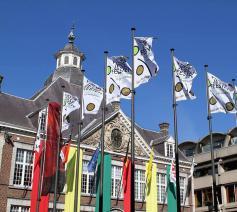 De vlaggen van de Virga Jessefeesten kondigen een mooie tijd aan.  © Facebook Virga Jessefeesten