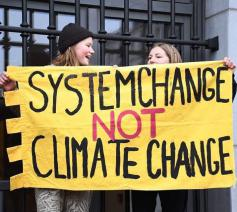 Vlaamse jongeren willen niet wachten tot het de politici te heet onder de voeten wordt © Facebook/Youth for Climate Antwerpen