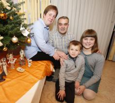 Katleen Van Lancker, Kristiaan Fouquaert en hun kinderen, Sara en Lukas. © Kristof Ghyselinck
