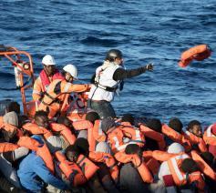Vluchtelingen op zee © Artsen Zonder Grenzen