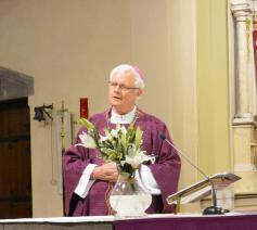 Mgr. Patrick Hoogmartens ging voor in de viering. © Bisdom Hasselt