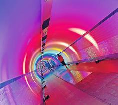 Soms staat je leven op z'n kop. Toch is er niet enkel licht aan het eind van de tunnel, ook onderweg zijn er lichtpuntjes. © Ilse Van Halst