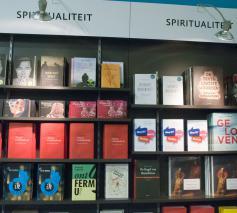 Het spirituele boek verkoopt goed © Philippe Keulemans