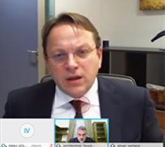 In dialoog met Olivér Várhelyi, de Europese commissaris voor Nabuurschap en Uitbreiding © COMECE