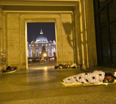 Daklozen aan het Sint-Pietersplein in Rome © SIR