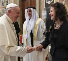Koningin Silvia van Zweden bij paus Franciscus © Vatican Media