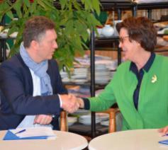 Sant'Egidiovoorzitter Hilde Kieboom en Kurt Van der Herten, voorzitter van de Raad van Bestuur van Kringwinkel © Gledis Shabani/Sant'Egidio