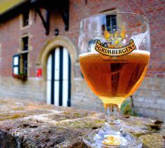 ... In afwachting van het abdijbier dat binnen de kloostermuren wordt gebrouwen.  © Grimbergen