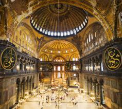 Het interieur van de Hagia Sophia in Istanbul © Istanbul hotels