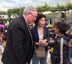 Comece-voorzitter Jean Claude Hollerich op bezoek in een vluchtelingenkamp © Comece