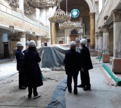 Plaatsbezoek van de 'Hemelsbreed'-ploeg aan de hoofdsynagoge van de israëlitisch-orthodoxe gemeenschap Machsiké Hadass in Antwerpen.    © KADOC-KU Leuven