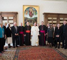 Paus Franciscus met de commissie voor de bescherming van minderjarigen  © OSR/SIR
