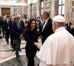 De paus drong er op aan om elke deelnemer persoonlijk te groeten © L'Osservatore Romano /Sir