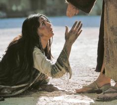 Maria Magdalena werd in de loop van de geschiedenis vereenzelvigd met de overspelige. Dat cliché wordt in The Passion of the Christ levensgroot neergezet door Monica Bellucci.  © rr