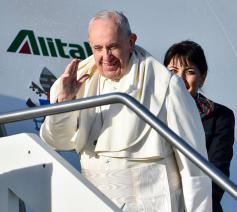 Paus Franciscus op weg naar Panama © WJD Panama 2019