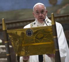 Paus Franciscus in zijn preek tijdens de doop van 28 zuigelingen © SIR