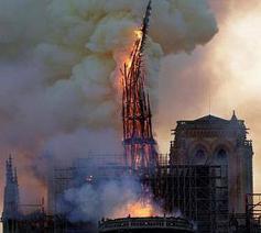 Instorting van de toren van de Notre Dame de Paris  © notredame.deparis@facebook.com