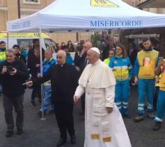 Paus Franciscus op bezoek in de medische post op het Sint-Pietersplein © Radio Vaticana