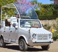 Een Afrikaanse autobouwer heeft een speciale pausmobiel gebouwd voor de komst van paus Franciscus naar Madagaskar © Fides