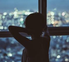 ' Al dat donker dreigt ons soms te overspoelen. Maar vandaag begint de advent.' © Pixabay