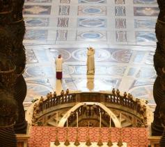 De urbi et orbizegen werd uitgesproken voor het graf van Petrus © Vatican Media