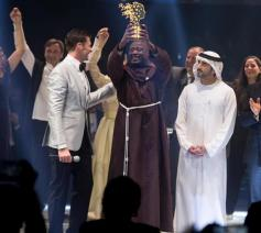 Franciscaan Peter Tabichi uit Kenia neemt de Global Teacher Prize 2019 in ontvangst. © Global Teacher Prize