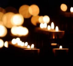 Van vrijdag 30 oktober tot en met 2 november kan men een noveenkaars of een andere kaars te komen zetten aan de kerken en kapellen in Meerhout en Laakdal.  © Pexels