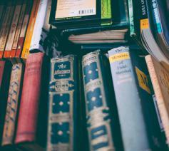 'Ik heb het hart niet om hem te zeggen dat kleine dorpen al lang geen bibliotheek meer hebben.' © Pexels