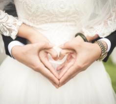 De bisschoppen stellen drie vormingsmomenten voor als voorbereiding op een christelijk huwelijk. © Pexels