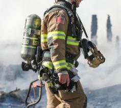 Bij het bestrijden van een brand in een leegstaand gebouw in Beringen kwamen twee brandweermannen om het leven. © Randy Fath