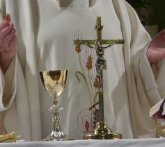 Priester in eucharistieviering © (c) pixabay