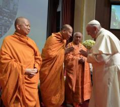 Boeddhistische leiders bij paus Franciscus © Vatican Media