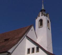 De klokkentoren van de Sankt Peterskapelle in het Zwitserse Luzern © NOS
