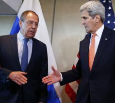 Buitenlandsministers Sergej Lavrov (Rusland) en John Kerry (VS) in München. © RR